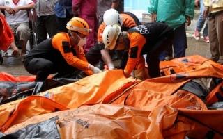 Số người chết trong sóng thần Indonesia tăng lên gần 300