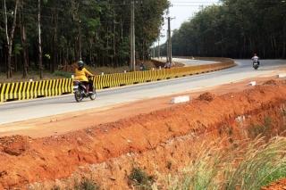 Hoàn thành tuyến đường làm bằng bê tông xi măng đầu tiên tại Việt Nam