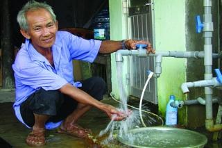 Thêm nhiều hộ dân tiếp cận được nước sạch