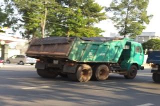 Cần xử lý xe chở VLXD gây ô nhiễm môi trường