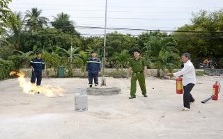 Tuyên truyền PCCC cho tiểu thương huyện Tân Châu