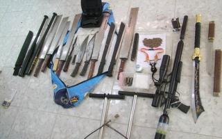 Phát hiện nhiều dao, kiếm và súng hơi tàng trữ trái phép