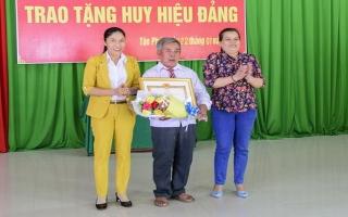 Tân Châu: Trao Huy hiệu 45 năm tuổi Đảng