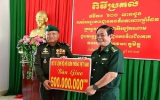 Bộ Tư lệnh BĐBP Việt Nam: Hỗ trợ 600 triệu đồng cho Bộ Tư lệnh Lục quân Campuchia