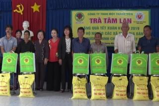 Tặng quà tết cho người nghèo huyện Dương Minh Châu