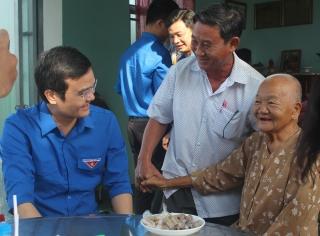 Bí thư Trung ương Đoàn thăm, chúc tết tại Tây Ninh.