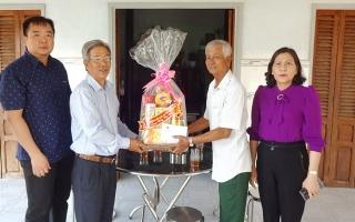 Đoàn ĐBQH đơn vị Tây Ninh tặng quà Tết cho các gia đình chính sách