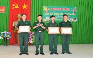 Khen thưởng đột xuất Đồn BP Kà Tum