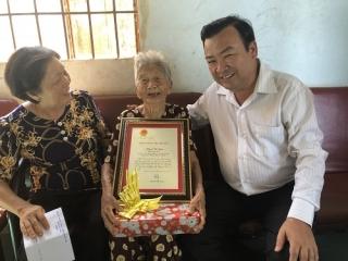 Trưởng ban Nội chính Tỉnh ủy thăm gia đình chính sách, người có công tiêu biểu