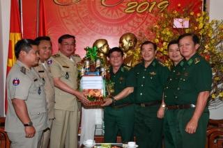 Ty Công an tỉnh Svay Rieng thăm, chúc tết BĐBP Tây Ninh