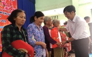 Châu Thành: Trao gần 14.000 phần quà tết cho gia đình chính sách và hộ nghèo