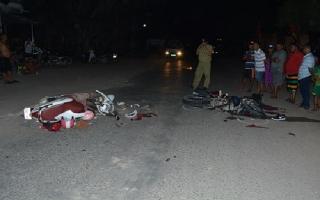 Xe máy đối đầu, hai người bị thương nặng