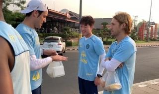 Xuân Trường tập luyện kiểu nhà binh cùng đội bóng Thái Lan