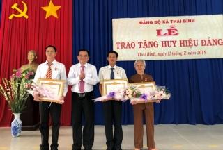 Trao tặng Huy hiệu 70, 60 và 30 năm tuổi Đảng tại Châu Thành