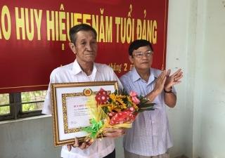 Châu Thành: Trao tặng Huy hiệu 55 năm tuổi Đảng