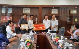 Chủ tịch UBND tỉnh tặng bằng khen cho Công ty Xi măng Fico Tây Ninh