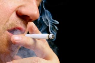 Hút thuốc lá quá nhiều có thể khiến bạn mù màu