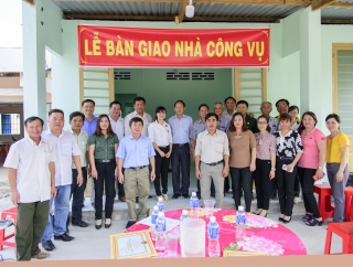 Tân Châu: Bàn giao 2 căn nhà công vụ cho giáo viên