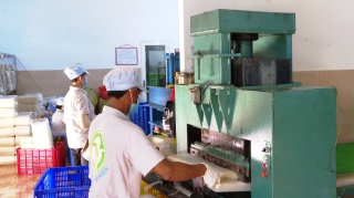 Đưa máy móc vào sản xuất nghề truyền thống