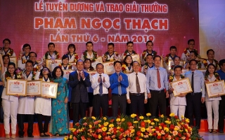 37 thầy thuốc trẻ tiêu biểu được trao giải thưởng Phạm Ngọc Thạch
