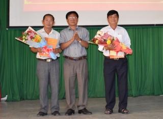 Trao quyết định nghỉ hưu cho Trưởng Ban Dân vận và Trưởng Ban Tuyên giáo Huyện ủy Dương Minh Châu