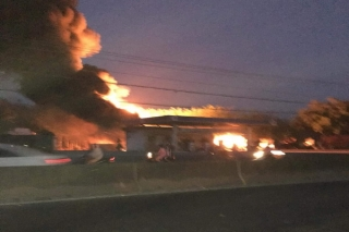 Xe bồn đang bơm nhiên liệu tại cây xăng bị bốc cháy dữ dội