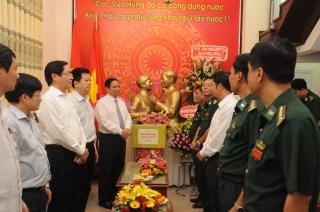 Trưởng ban Tổ chức Trung ương thăm, tặng hoa chúc mừng BĐBP Tây Ninh