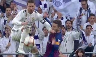 Cựu trọng tài: 'Ramos đáng nhận thẻ đỏ với cú đánh vào mặt Messi'