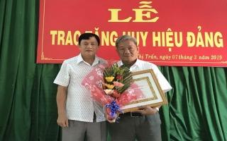 Trao tặng huy hiệu 55, 50 và 30 năm tuổi Đảng