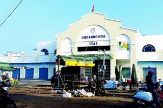 Kiên quyết giải toả tình trạng buôn bán lấn chiếm lòng đường quanh chợ Long Hoa