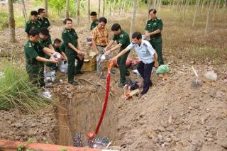 Biên phòng Tây Ninh: Tiêu huỷ gần 70 kg pháo lậu, 800 kg mỹ phẩm, hóa chất, bánh kẹo