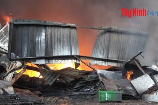Vụ cháy công ty sản xuất nến: Chưa thống kê được thiệt hại