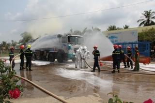 Diễn tập chữa cháy tại Cửa hàng xăng dầu và Chợ phường 3