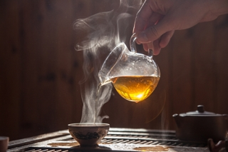 Uống trà quá nóng làm tăng nguy cơ ung thư