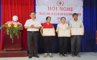 Khen thưởng 3 tình nguyện viên Chữ thập đỏ ở Bến Cầu