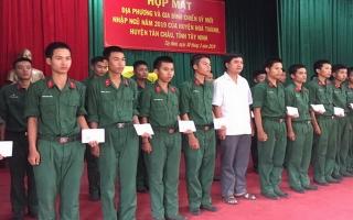 Trung đoàn 4 họp mặt chính quyền và thân nhân tân binh
