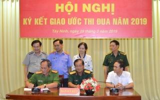 Khối Nội chính Tây Ninh ký kết giao ước thi đua 2019