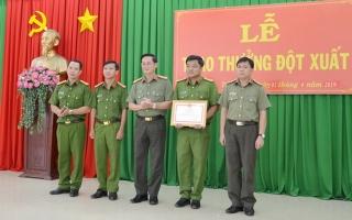 Khen thưởng đột xuất CA Tân Châu