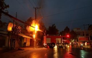 Cháy dây cáp viễn thông trên đường Nguyễn Thái Học