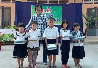 Trao học bổng cho học sinh Bến Cầu