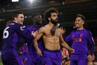 Salah ghi bàn đưa Liverpool trở lại ngôi đầu