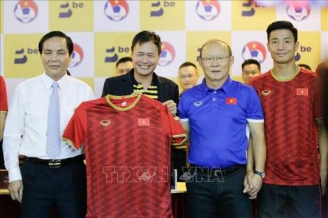 Các đội tuyển bóng đá Việt Nam có nhà tài trợ mới