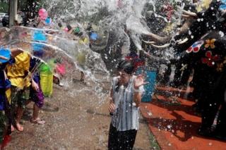 Thái Lan tưng bừng hoạt động mừng Lễ hội té nước Songkran