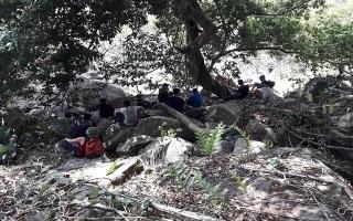 Cứu 2 thanh niên bị ong đốt trên núi Bà Đen