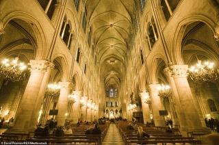 Kiến trúc tuyệt đẹp của Nhà thờ Đức Bà Paris trước khi xảy ra cháy