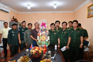 Chúc tết Chol Chnam Thmay lực lượng vũ trang 2 tỉnh biên giới Campuchia