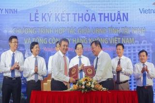 Tây Ninh và Vietnam Airlines ký kết thỏa thuận hợp tác