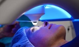 Công nghệ giúp người bị lão thị có thể nhìn mà không cần đeo kính