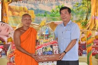 Lãnh đạo tỉnh thăm, chúc Tết đồng bào Khmer xã Thành Long