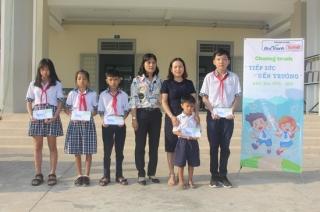 Trao học bổng tiếp sức đến trường cho học sinh huyện Gò Dầu